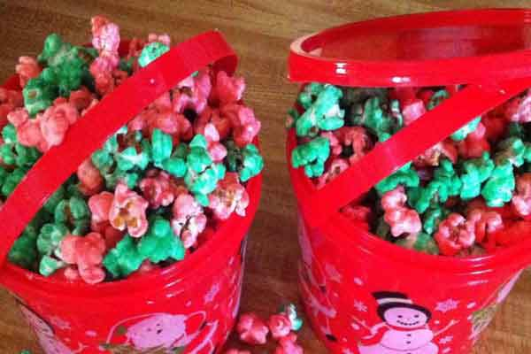 [Old Fashioned Christmas Popcorn]
